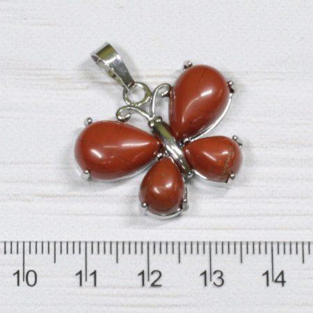 Vörösjáspis pillangó medál, ródium színű fém részekkel, 24x30mm