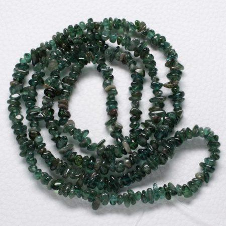 Apatit (zöldes) ásvány splitter / szemcse - gömbölyített szemű - kb. 85cm-es szál