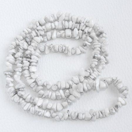 Howlit ásvány splitter / szemcse - gömbölyített szemű - kb. 85cm-es szál