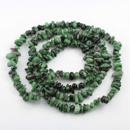 Rubin-zoizit ásvány splitter / szemcse - gömbölyített szemű - kb. 85cm-es szál