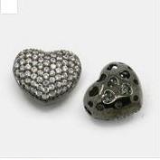 Cirkónia kristályos, fekete (gunmetal) színű 14x13x8mm-es szív köztes gyöngy, furat: 1,5x2,5mm