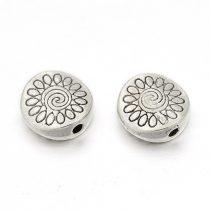 Tibeti stílusú fém köztes - antik ezüst színű 8,5x3mm-es lapos, virágos, furat: 1,4mm