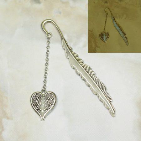 Fém könyvjelző angyalszárny-szív medállal, FOSZFORESZKÁLÓ bevonattal - 11,5cm