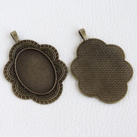 Tibeti stílusú ragasztható fém medál alap - antik bronz színű 60x42mm-es, 35x25mm-es kabosonhoz