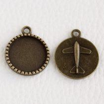 Tibeti stílusú ragasztható fém medál alap - antik bronz színű 26x22mm-es, 18mm-es kabosonhoz