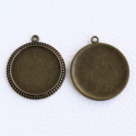 Tibeti stílusú ragasztható fém medál alap - antik bronz színű 35x31mm-es, 25mm-es kabosonhoz - 1db