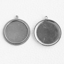 Tibeti stílusú ragasztható fém medál alap - antik ezüst színű 35x31mm-es, 25mm-es kabosonhoz - 1db