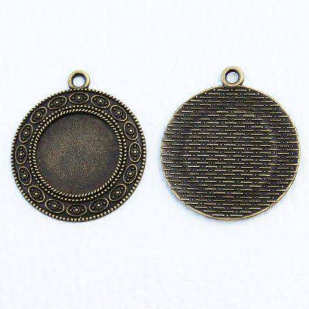 Tibeti stílusú ragasztható fém medál alap - antik bronz színű 38x33mm-es, 20mm-es kabosonhoz