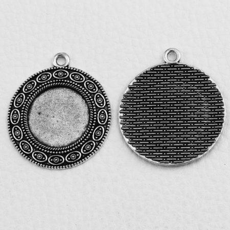 Tibeti stílusú ragasztható fém medál alap - antik ezüst színű 38x33mm-es, 20mm-es kabosonhoz