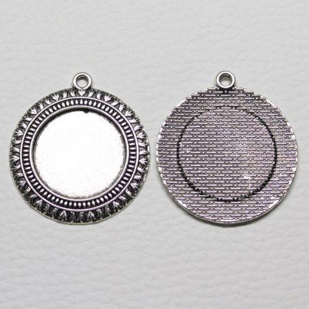 Tibeti stílusú ragasztható fém medál alap - antik ezüst színű 42x38mm-es, 25mm-es kabosonhoz