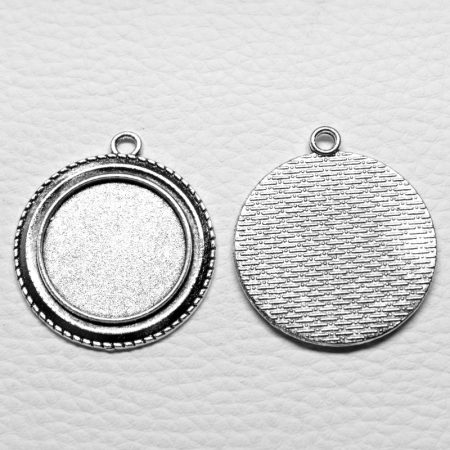 Tibeti stílusú ragasztható fém medál alap - antik ezüst színű 40x35mm-es, 25mm-es kabosonhoz