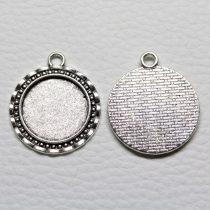 Tibeti stílusú ragasztható fém medál alap - antik ezüst színű 32x28mm-es, 20mm-es kabosonhoz