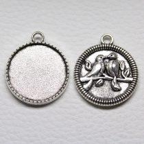 Tibeti stílusú ragasztható fém medál alap - antik ezüst színű 32x28mm-es, 25mm-es kabosonhoz