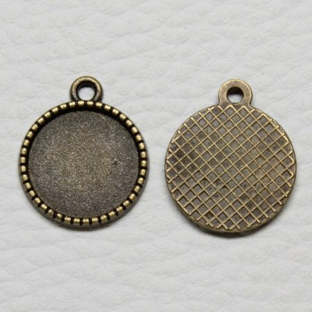 Tibeti stílusú ragasztható fém medál alap - antik bronz színű 20x16mm-es, 14mm-es kabosonhoz