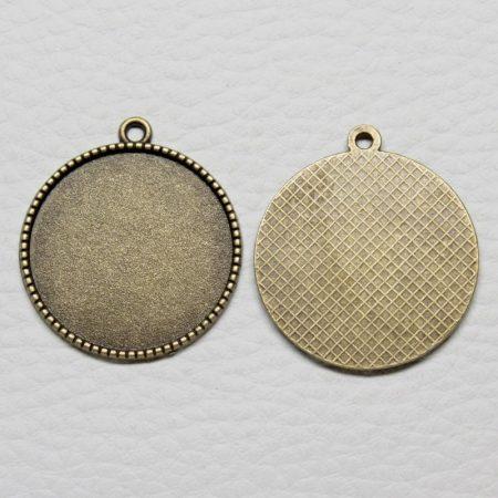 Tibeti stílusú ragasztható fém medál alap - antik bronz színű 31x27mm-es, 25mm-es kabosonhoz