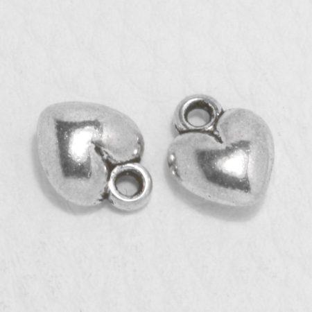 Tibeti stílusú fém medál / fityegő - antik ezüst színű 12x9mm-es pufi szív