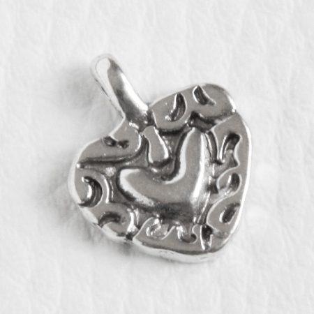 Tibeti stílusú fém medál / fityegő - antik ezüst színű 16x13mm-es szív