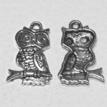Tibeti stílusú fém medál / fityegő - antik ezüst színű 22x16mm-es bagoly