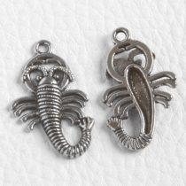 Tibeti stílusú fém medál / fityegő - antik ezüst színű 30x18mm-es skorpió