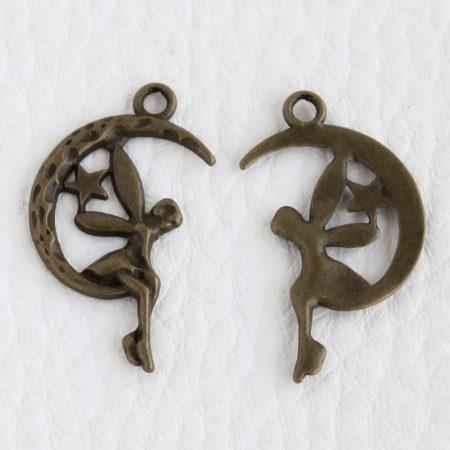 Tibeti stílusú fém medál / fityegő - antik bronz színű 25x15mm-es hold-tündér