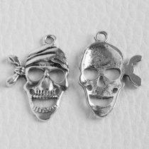 Tibeti stílusú fém medálka / fityegő - antik ezüst színű 27x19mm-es kalóz koponya