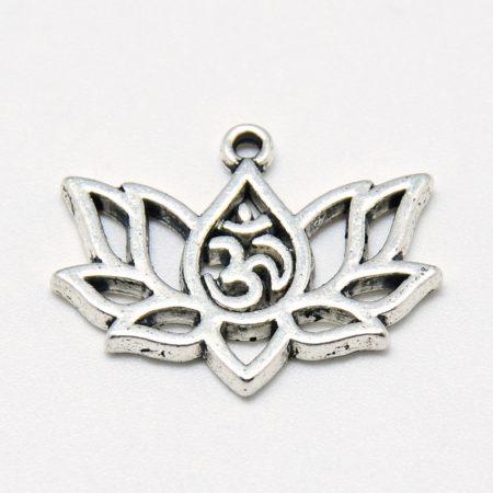 Tibeti stílusú fém medál / fityegő - antik ezüst színű 14,5x20mm-es lótuszvirág Aum szimbólummal