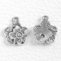 Tibeti stílusú fém medál / fityegő - antik ezüst színű 18,5x15mm-es virág