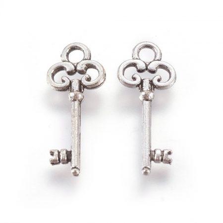 Tibeti stílusú fém medál / fityegő - antik ezüst színű 21x8mm-es kulcs