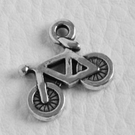 Tibeti stílusú fém medálka / fityegő - antik ezüst színű 18x16mm-es kerékpár