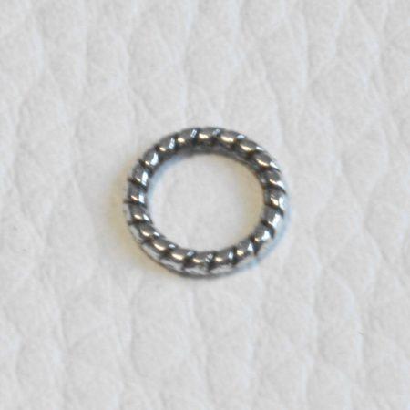 Tibeti stílusú, antik ezüst színű, 8mm x 1,2mm-es csavart mintás,  zárt szerelőkarika